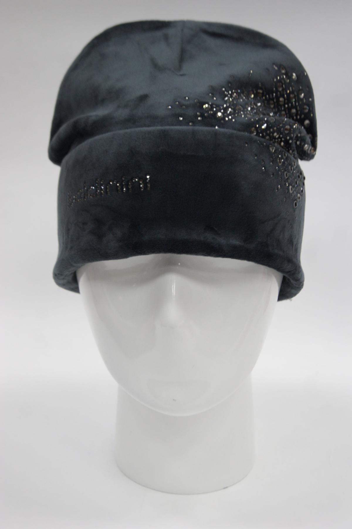 Молодежная шапка колпак с отворотом декорированная стразами